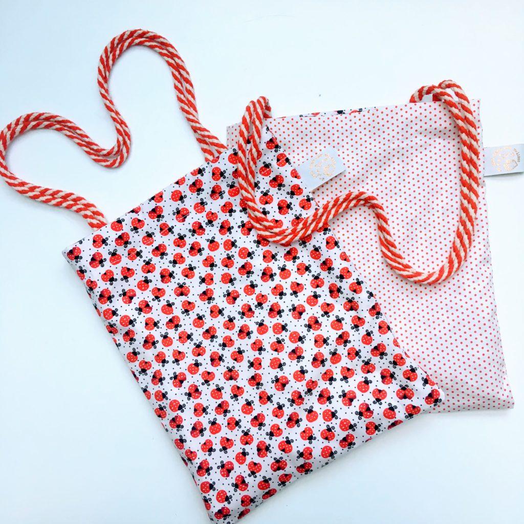 No/ël sac enfant rentr/ée scolaire sac d/école sac /à pyjama enfant Sac /à doudou fait main en tissus 100/% coton Cadeaux 29 x 29 cm anniversaire