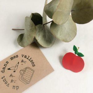 la pomme d'amour broche ou barrette en cuir