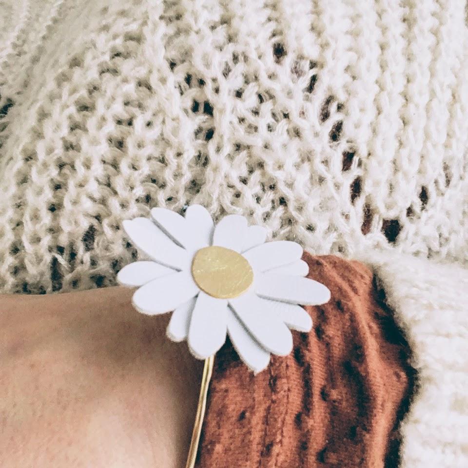 du vent dans mes valises - bracelet marguerite made in Francebracelet marguerite - bracelet jonc avec fleur d'amour artisanale en cuir
