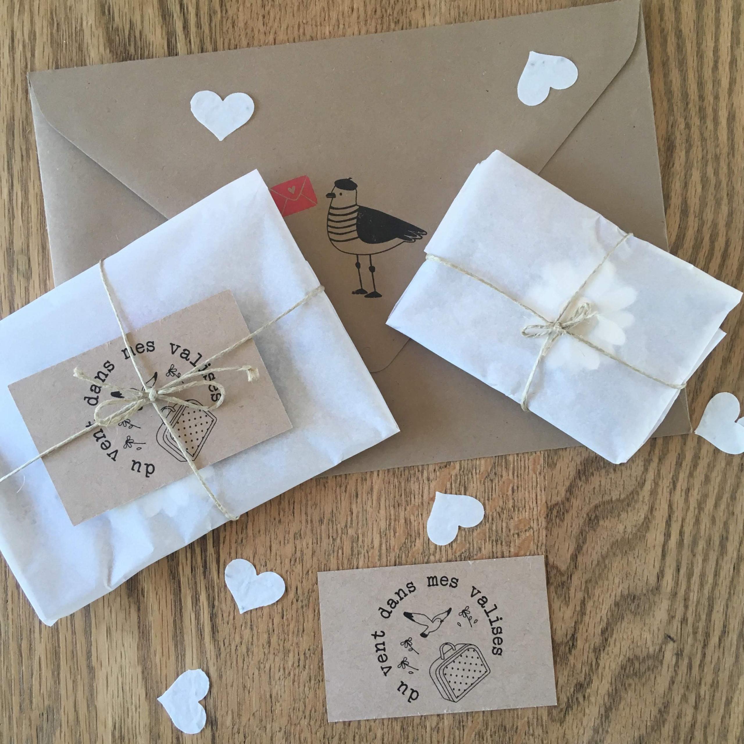 du vent dans mes valises - carte bijou postale de remerciement avec broche en cuir made in France