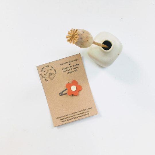 du vent dans mes valises - barrettes en cuir upcycled, fleurs à cheveux camel, orange, bleu made in France