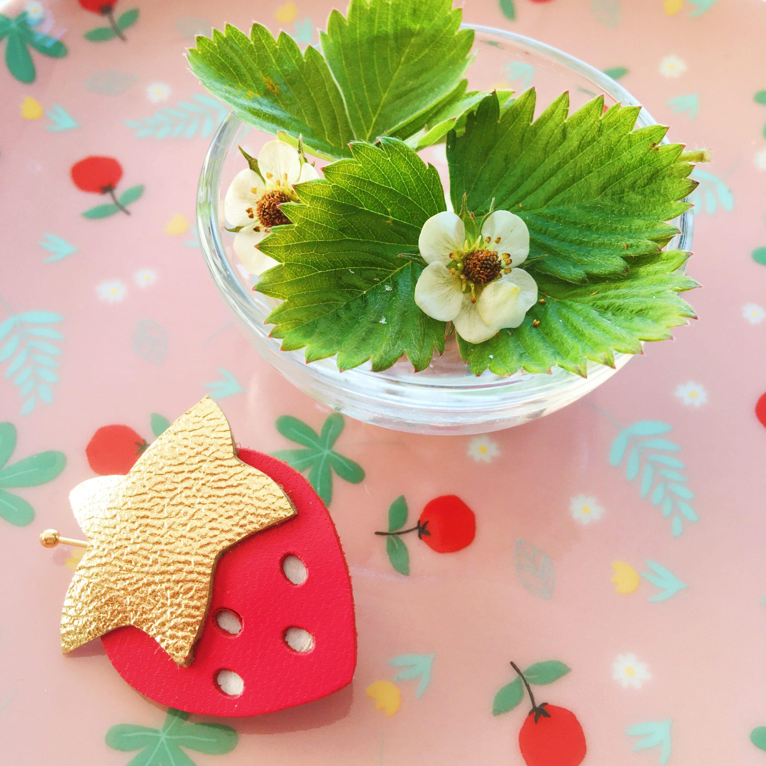 broche fraise rouge et doré made in france - du vent dans mes valises