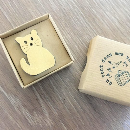 Broche chat en cuir durable upcycled made in France - du vent dans mes valises