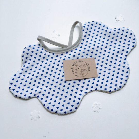 du vent dans mes valises - bavoir nuage à nouer jolis coeurs bleu made in France