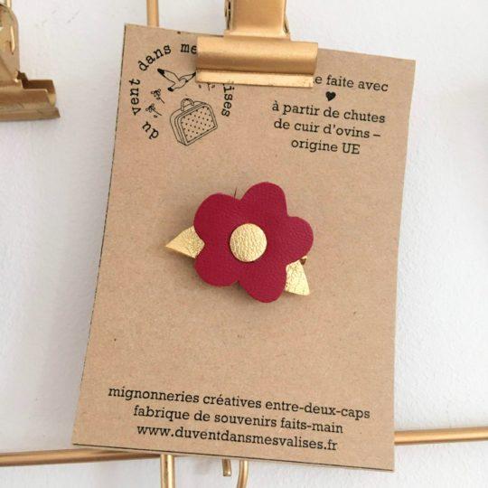 du vent dans mes valises - broche en cuir fleur personnalisable made in France