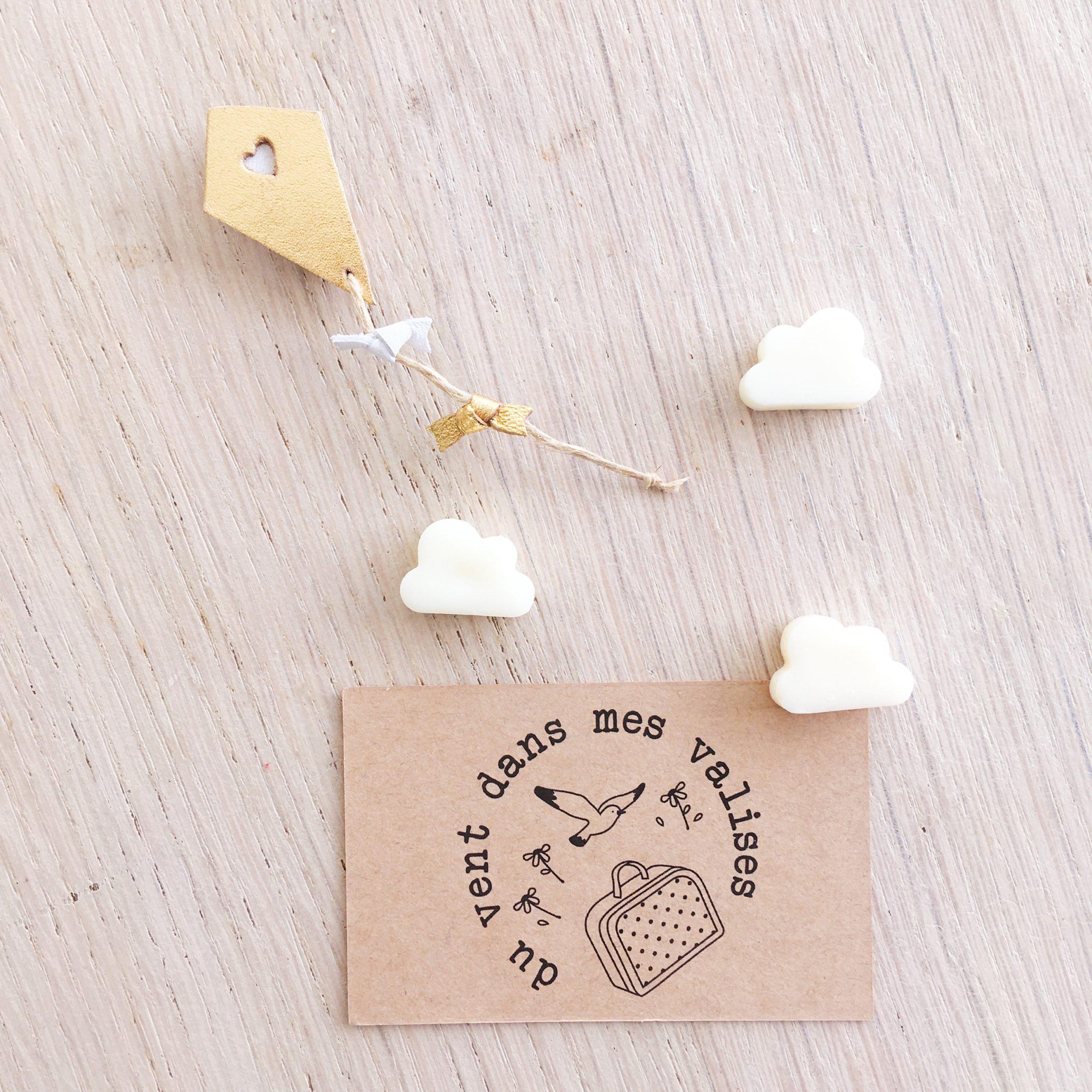le cerf-volant doré et blanc, broche en cuir fabrication artisanale française - du vent dans mes valises
