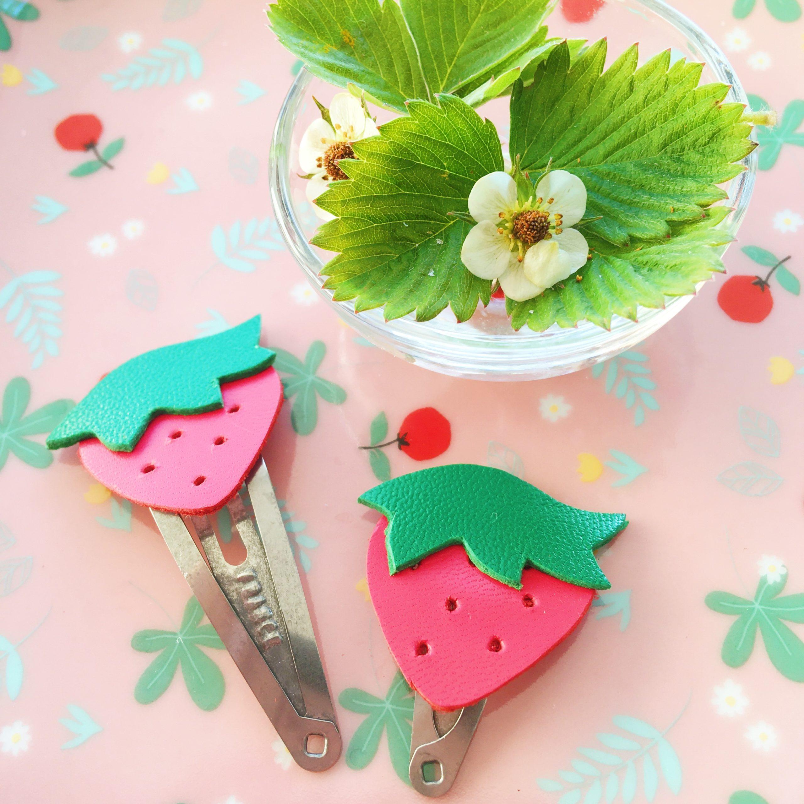 barrettes fraises rouges et vertes fabrication artisanale française - du vent dans mes valises