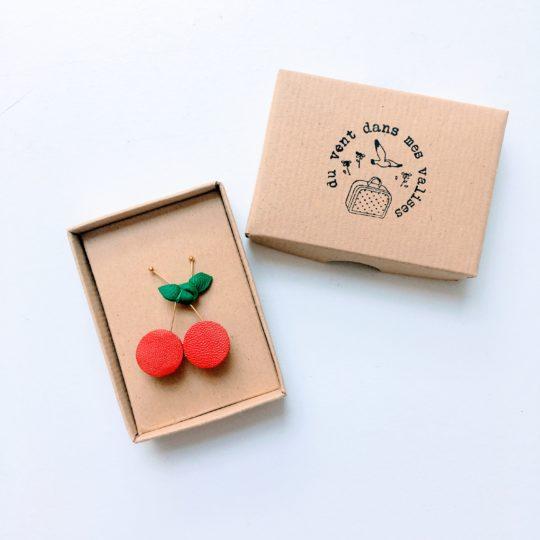 du vent dans mes valises - broche cerises rouge vert or cuir upcycled made in France