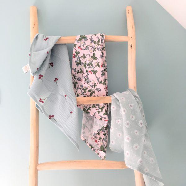 du vent dans mes valises - le beau lange doux cerises fraises marguerites vert mint opaline et rose made in France