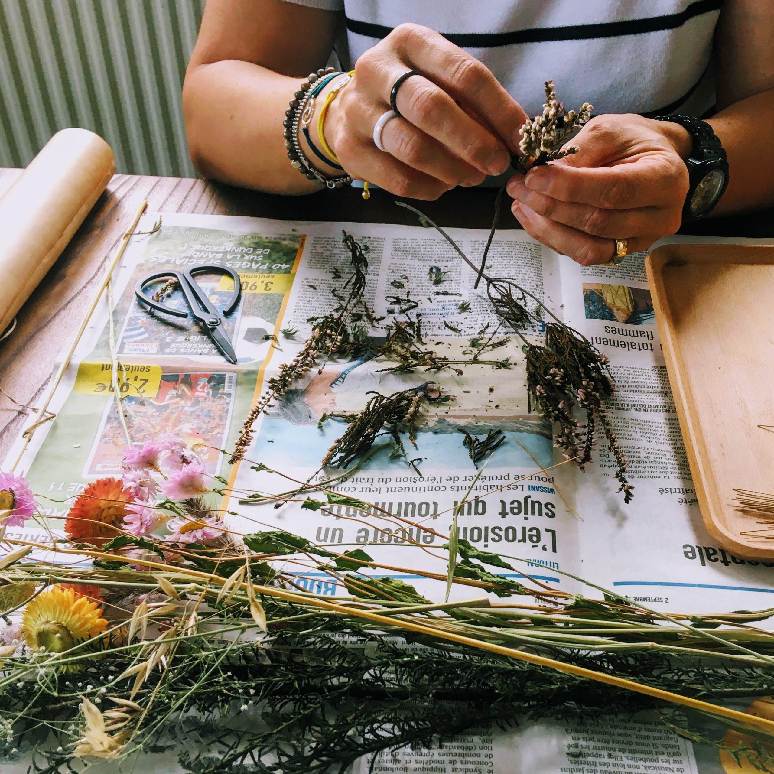 atelier créatif guirlande de fleurs séchées - du vent dans mes valises