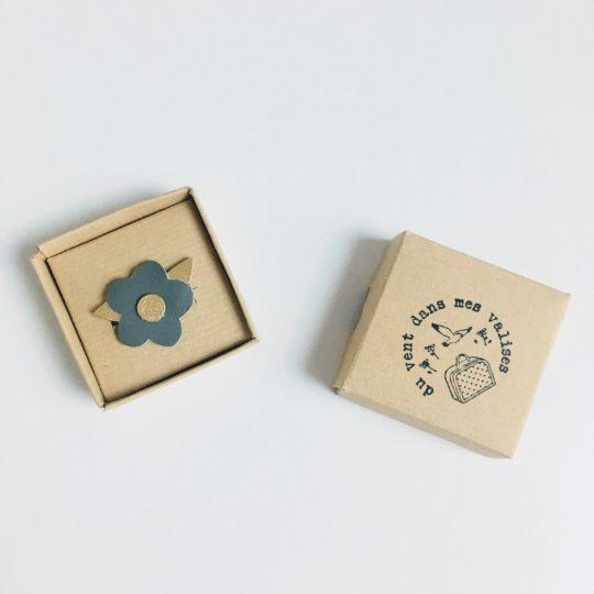 du vent dans mes valises - broche fleur folk durable en cuir upcycled made in France