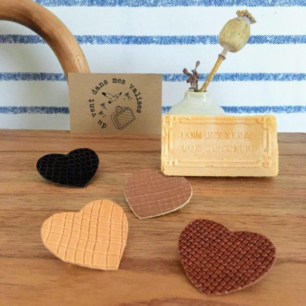 broche en cuir le joli coeur poétique made in France, collection gaufrettes d'amour - du vent dans mes valises