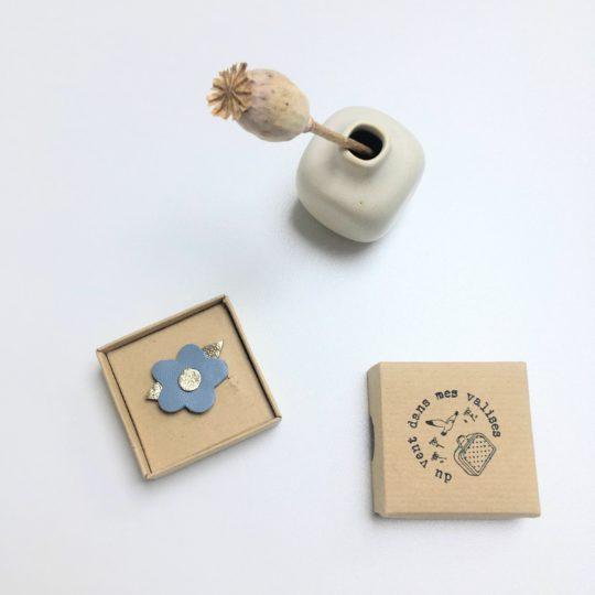 broches en cuir poétiques made in France fleur bleue - du vent dans mes valises