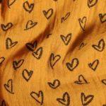 jaune coeurs noirs