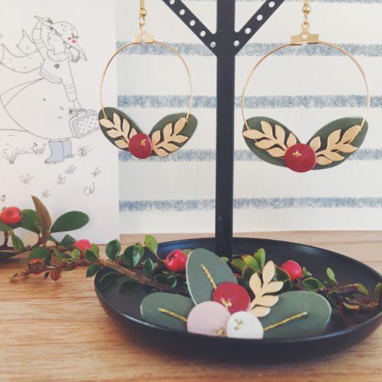 boucles doreilles créoles dorées bijoux poétiques made in France couronne de feuilles et de baies cuir upcycled automne hiver - du vent dans mes valises