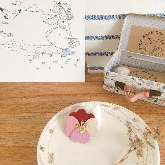 broche pensée fleur poétique en cuir upcycled brodée main fil doré made in France - du vent dans mes valises