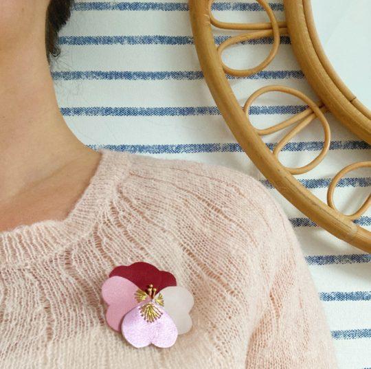 pensée poétique broche fleur brodée main fil doré made in France - du vent dans mes valises