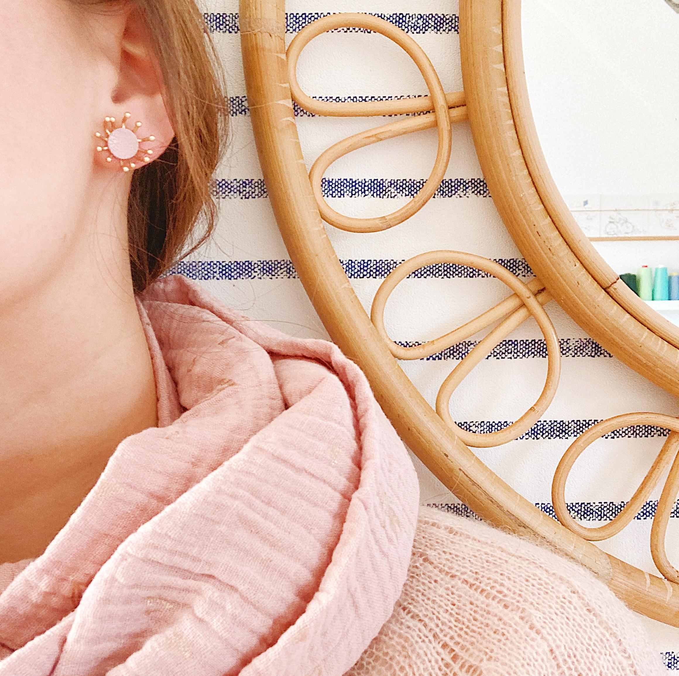 puces d'oreilles cuir bijoux poétiques fleurs du vent d'hiver rose givré - du vent dans mes valises