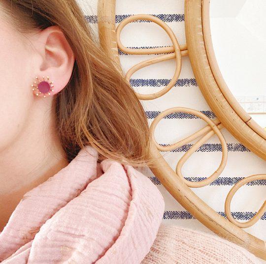 puces d'oreilles cuir bijoux poétiques fleurs du vent d'hiver violet prune - du vent dans mes valises