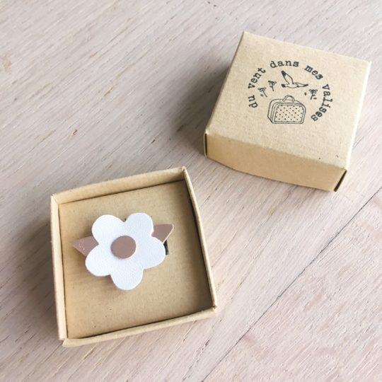 broche fleur or rose blanc bijou poétique en cuir made in france - du vent dans mes valises