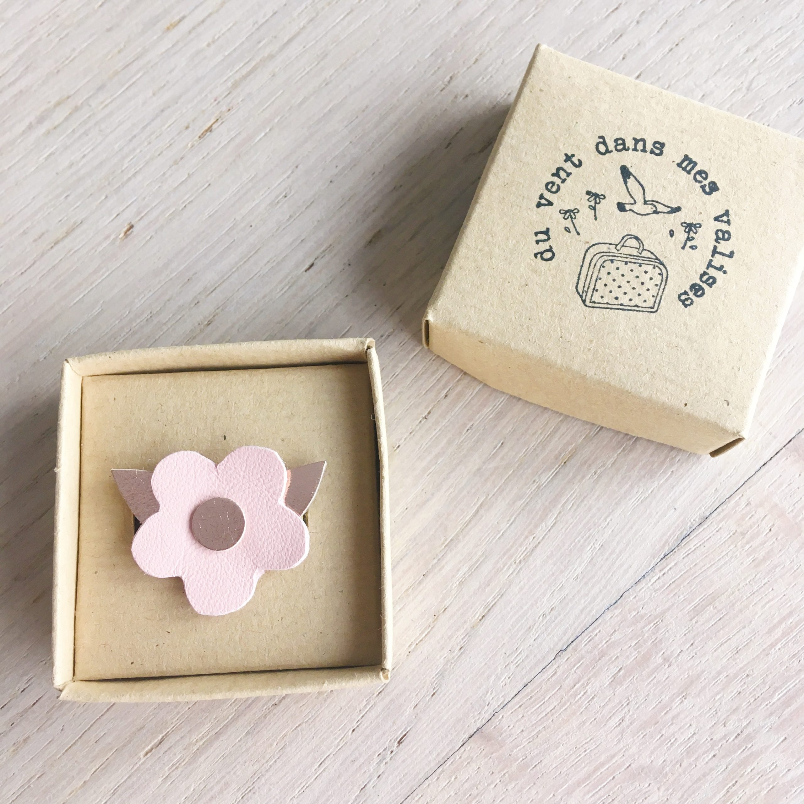 broche fleur rose poudre bijou poétique en cuir made in france - du vent dans mes valises