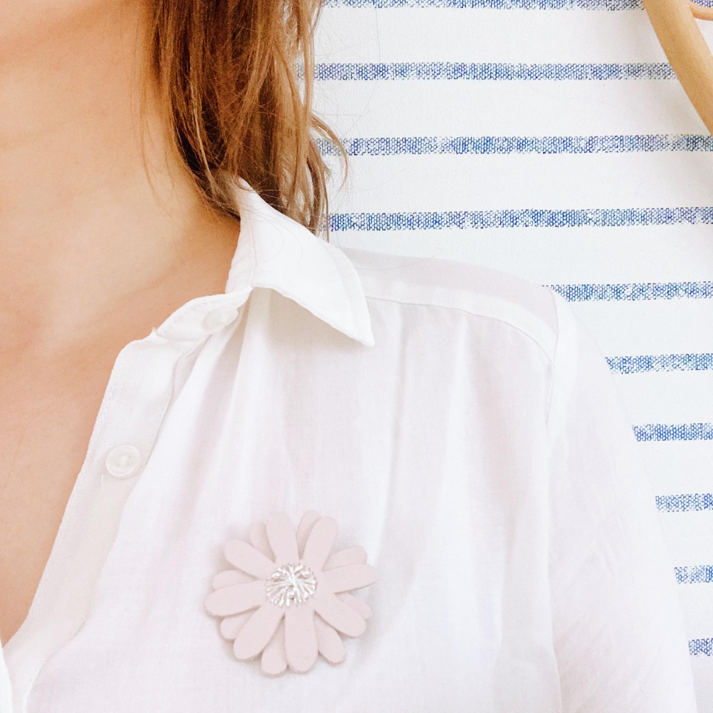 broche-florale-brodee-marguerite-bijou-createur-pieces-uniques-en-cuir-du-vent-dans-mes-valises