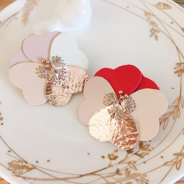 broches bijoux créateur pensée d'amour en cuir rose et rouge - du vent dans mes valises