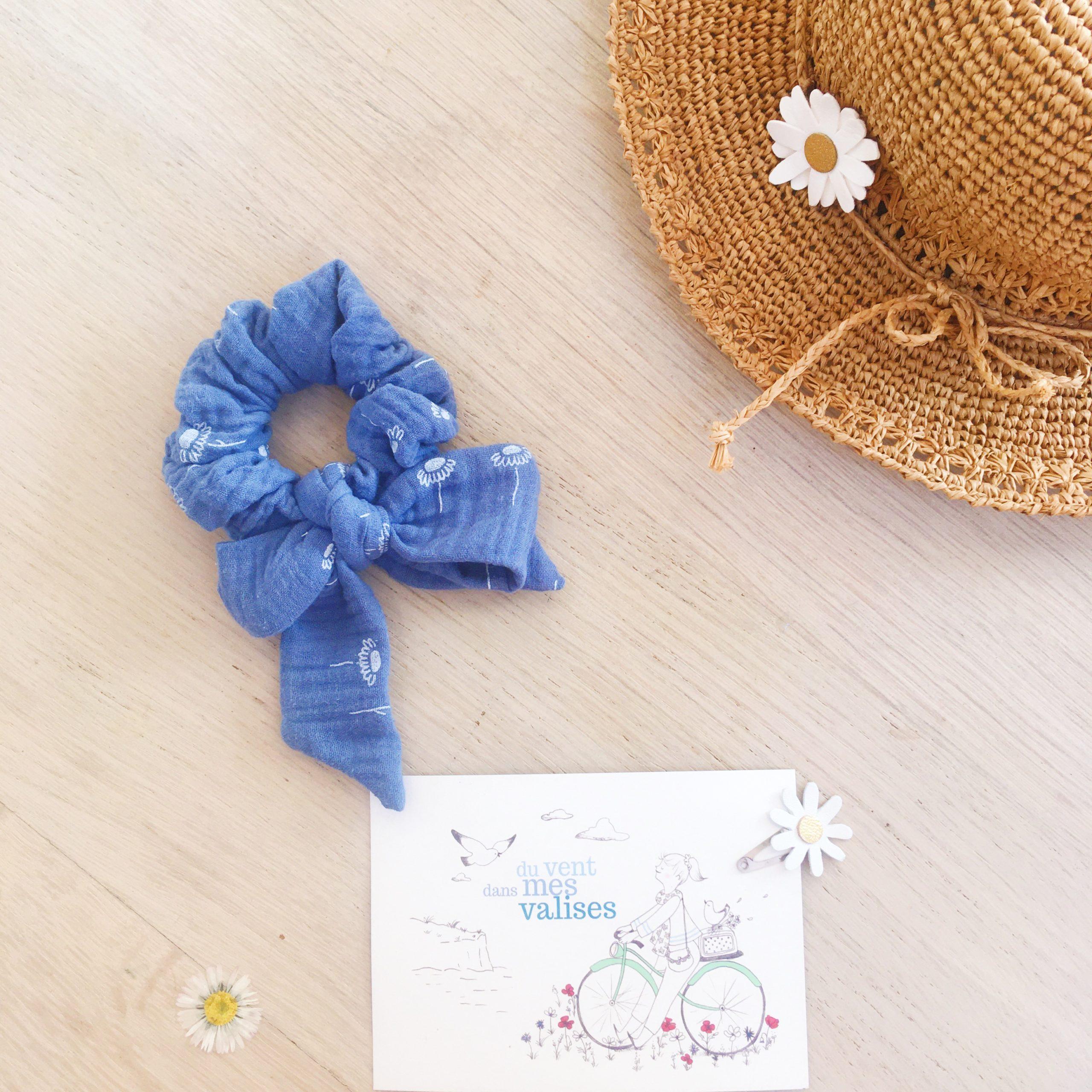 chouchou noeud foulchie chic bleu motif adorables pâquerettes fabrication artisanale française en double gaze de coton - du vent dans mes valises5