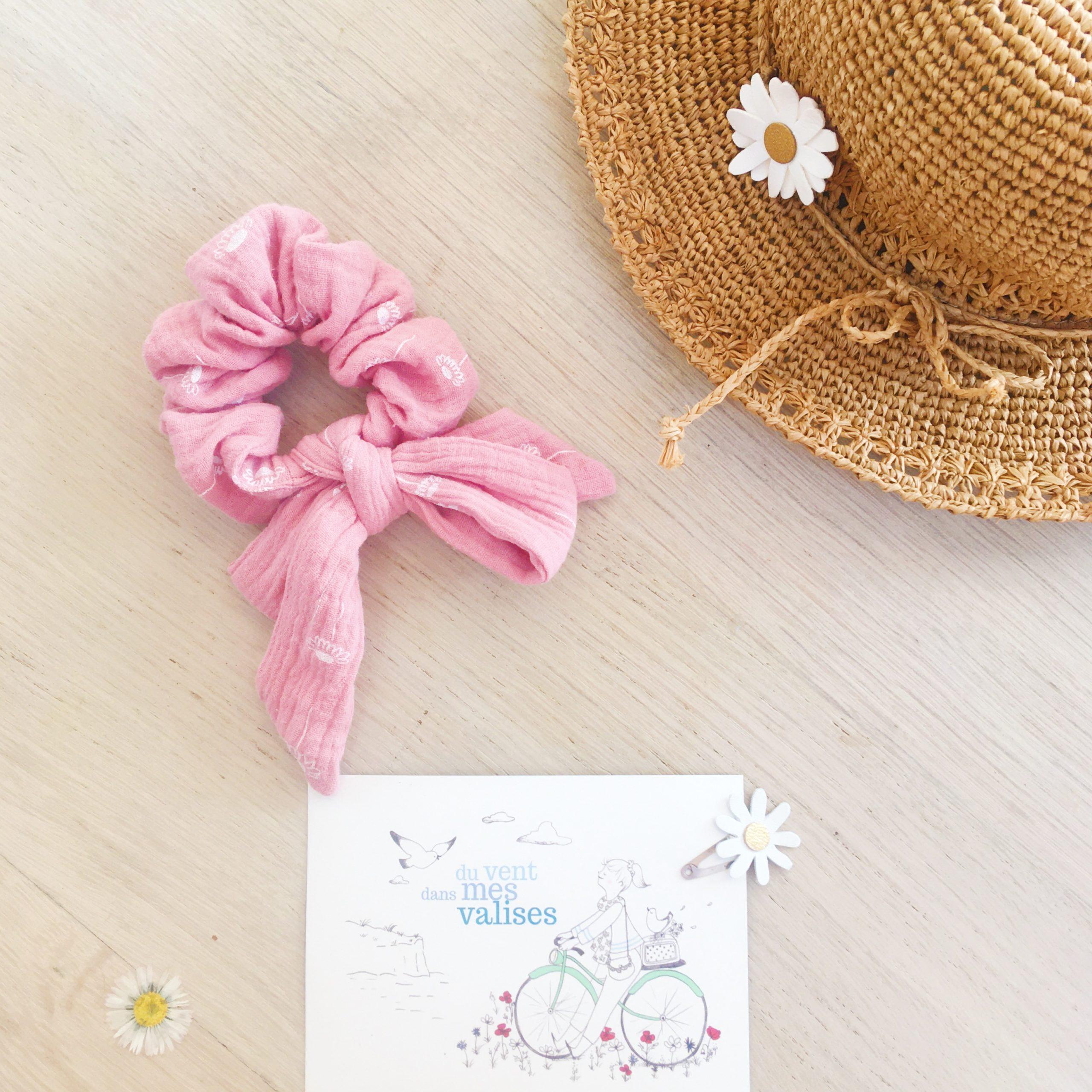 chouchou noeud foulchie chic motif adorables pâquerettes rose fabrication artisanale française en double gaze de coton - du vent dans mes valises3