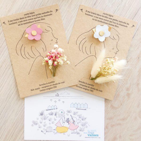 carte bijou florale, le portrait avec une broche fleurette et des fleurs séchées - du vent dans mes valises