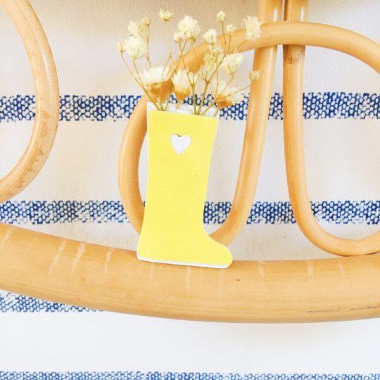petite broche botte de pluie jaune - du vent dans mes valises