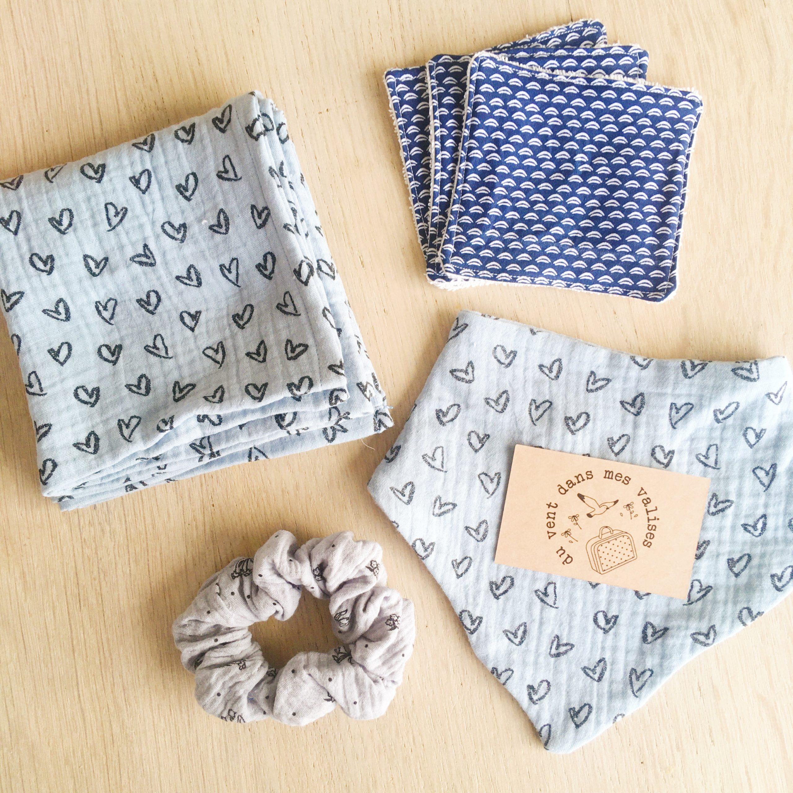 set pour liste de naissance made in France, cadeau personnalisé coloris au choix et broderie du prénom de bébé à la main - du vent dans mes valises