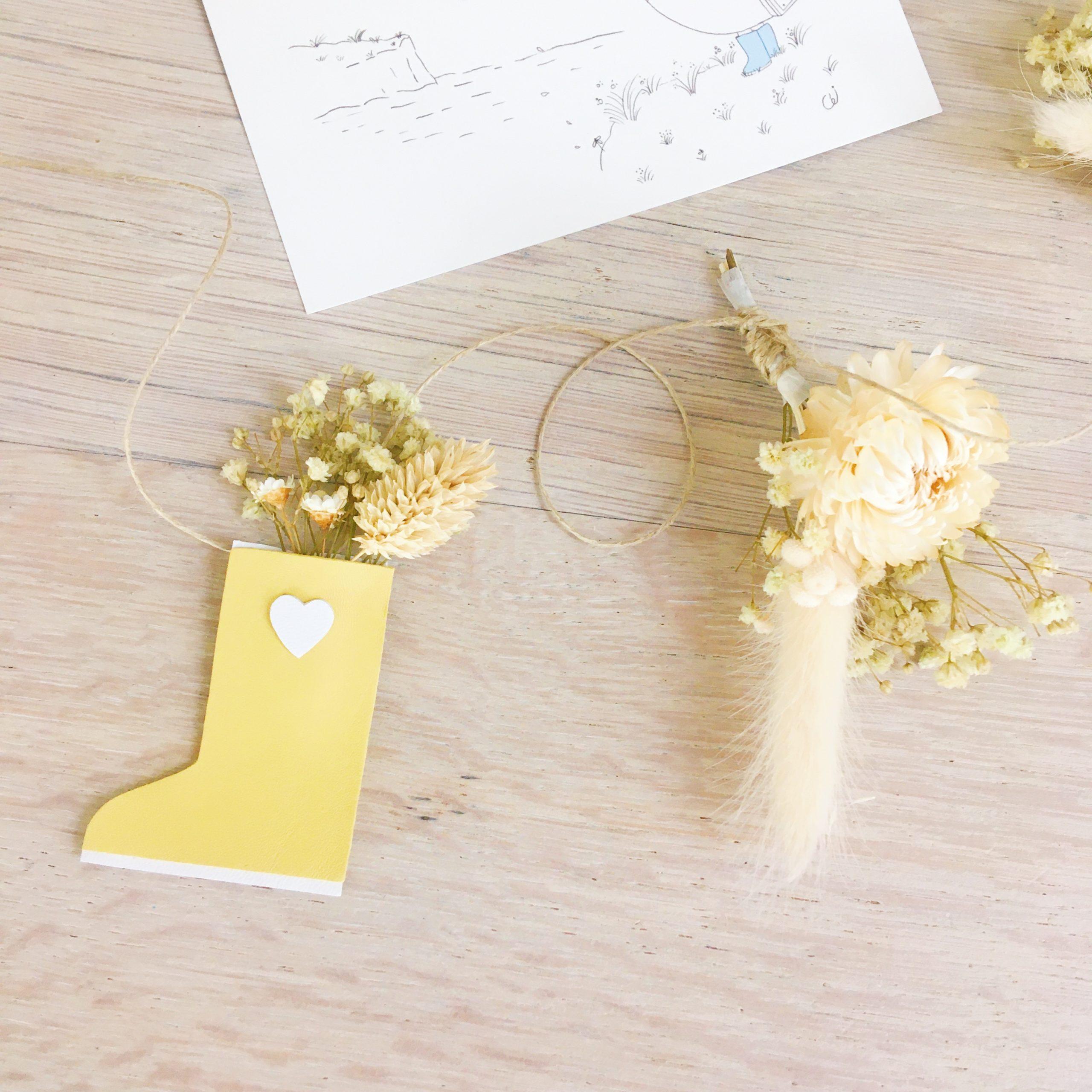 guirlande de fleurs séchées et sujets en cuir poétiques, fabriquée en France sur commande - du vent dans mes valises4