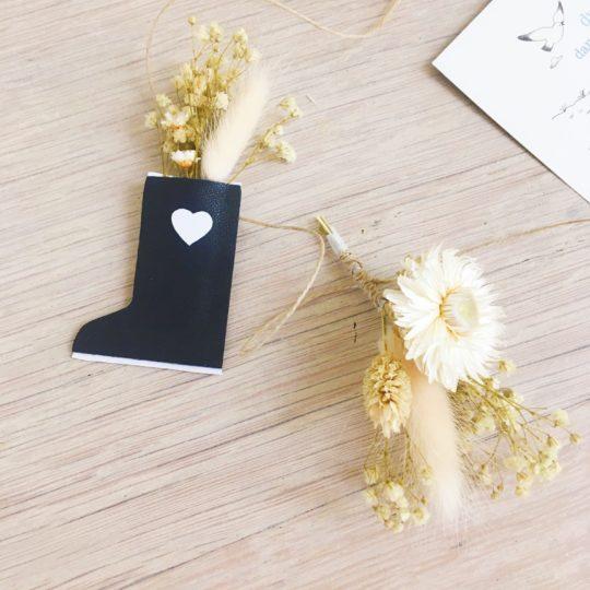 guirlande de fleurs séchées et sujets en cuir poétiques, fabriquée en France sur commande - du vent dans mes valises5