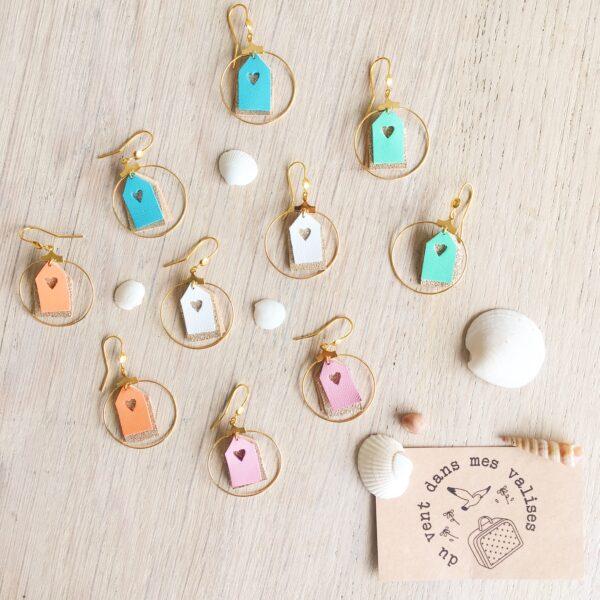 Boucles bijoux d'oreilles en cuir upcycled les petites maisons de plage bleu et dorées fabrication artisanale française - du vent dans mes valises