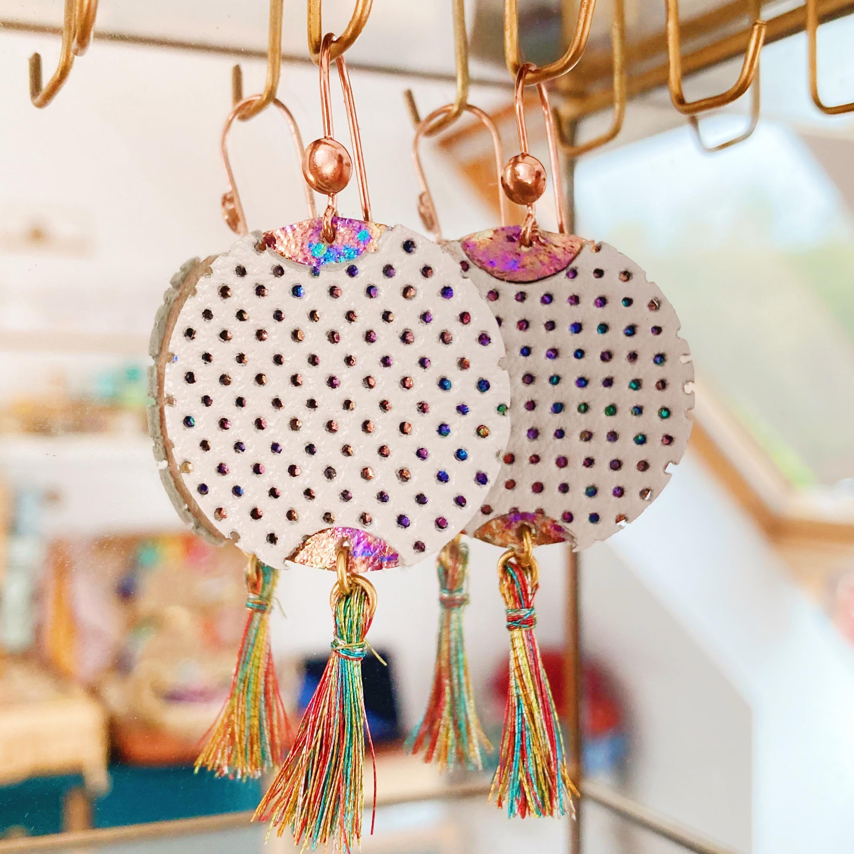 Boucles d'oreilles en cuir made in France, les lampions des jours de fête - du vent dans mes valises