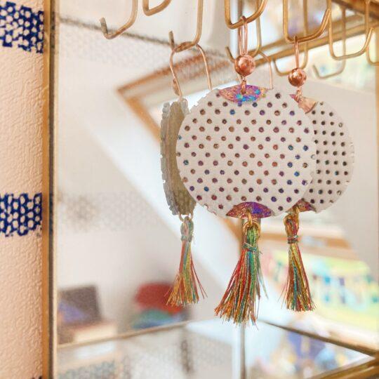 bijoux d'oreilles en cuir fabriqués en France, les lampions poétiques - du vent dans mes valises