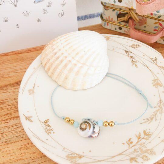 bracelet made in france avec véritable coquillage et perles de verre et de laiton doré - du vent dans mes valises