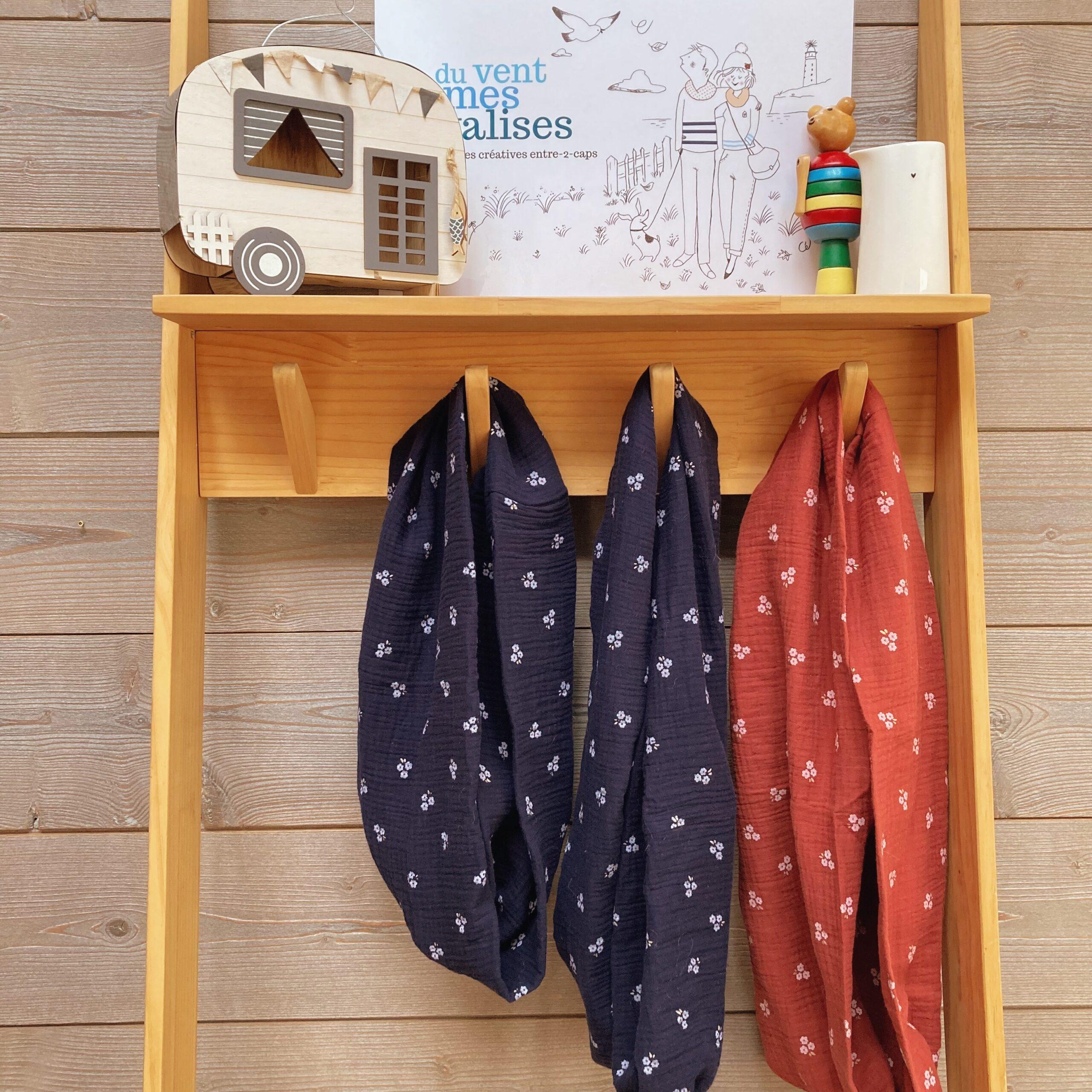 echarpes-snoods-femmes-et-filles-fabriquees-en-France-en-double-gaze-de-coton-collection-fleurs-des-champs-marine-et-brique - du vent dans mes valises