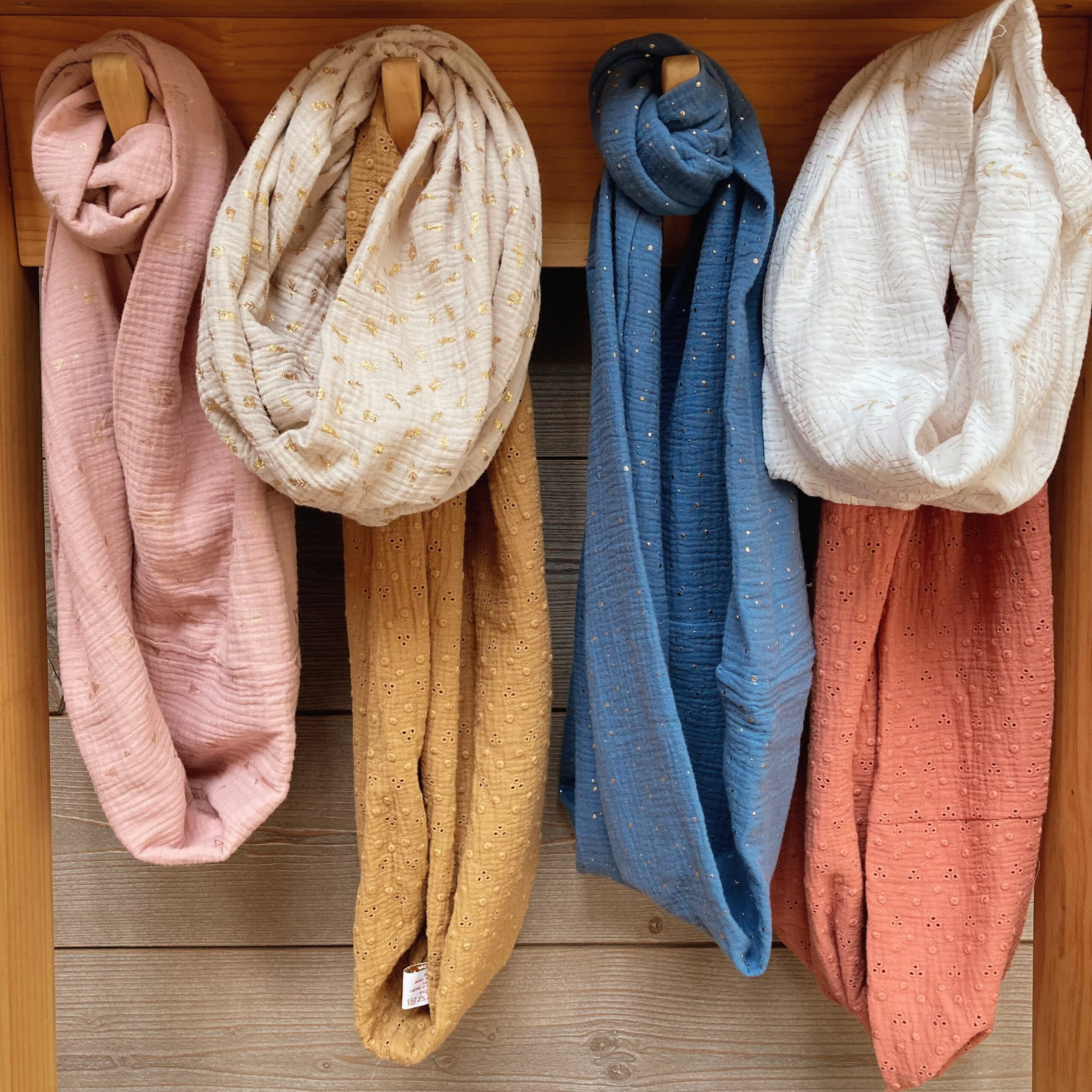 echarpes-snoods-femmes-made-in-France-collection-de-rentree-terres-de-moissons-dorees-du-vent-dans-mes-valises