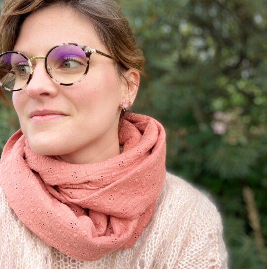 snood femme broderie anglaise rose marsala made in France en double gaze de coton - du vent dans mes valises