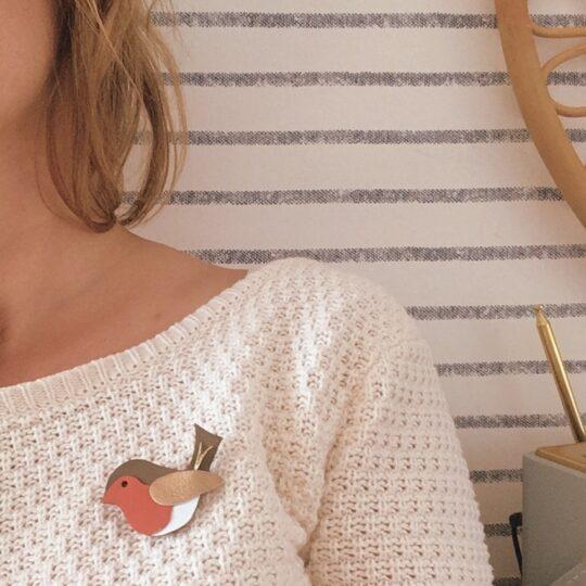 broche-oiseau-le-rouge-gorge-en-cuir-decoupee-et-brodee-main-en-France-du-vent-dans-mes-valises