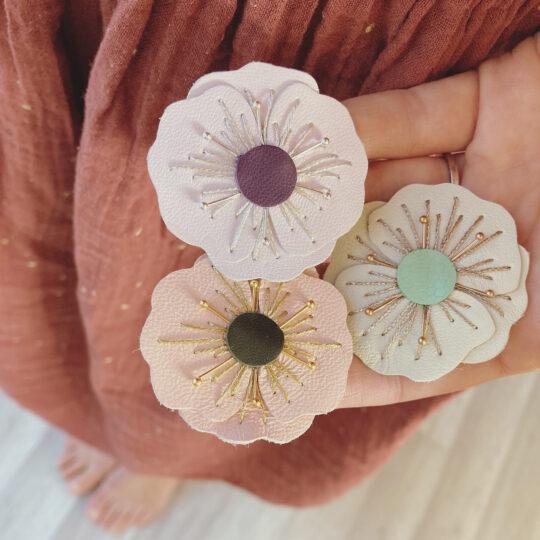 broches-florales-les-pavots-cadeau-femme-broderie-main-fabrication-artisanale-francaise-du-vent-dans-mes-valises