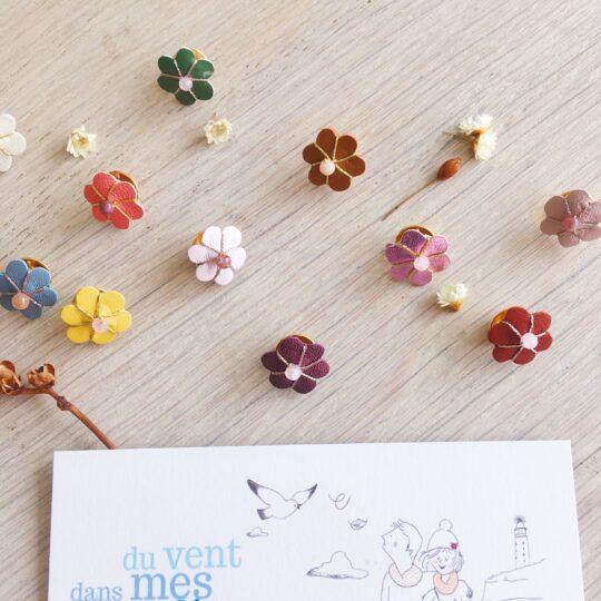 pins femme badge fleur en cuir brodée main fil doré ou or rose avec perle gemme naturelle quartz rose ou pierre de lune ou agate indienne - du vent dans mes valises