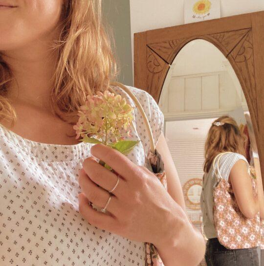 sac-Paulette-petit-modele-porte-epaule-anses-rondes-en-osier-fabrication-artisanale-francaise-en-coton-bio-et-serge-fleuri-du-vent-dans-mes-valises