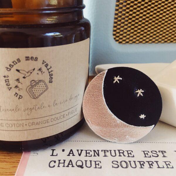 broche brodée céleste douce nuit avec croissant de lune et étoiles fabrication artisanale en France - du vent dans mes valises