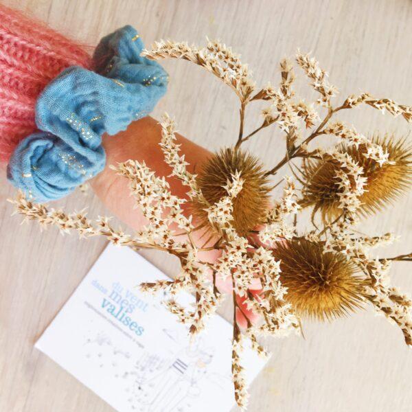 chouchou chic femme confectionné en France en double gaze de coton motif floral imprimé chardon doré - du vent dans mes valises