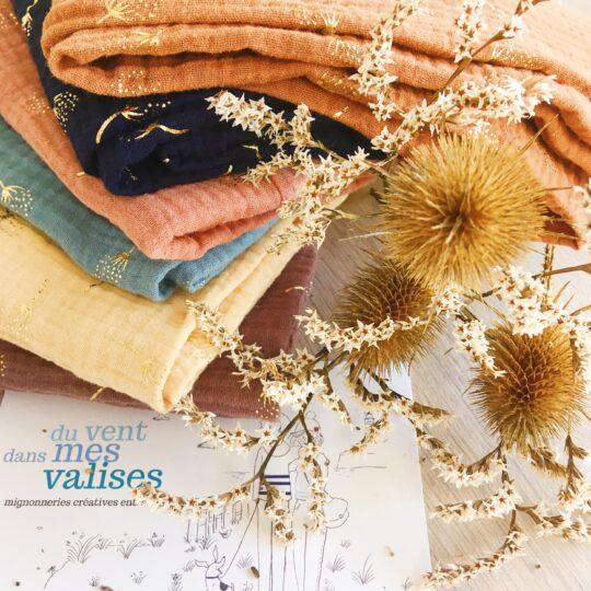 écharpes col snood femme automne hiver avec motifs chardons dorés, confection artisanale française en double gaze 100% coton - du vent dans mes valises